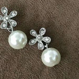 Sterling silver w pearl drop Earrings